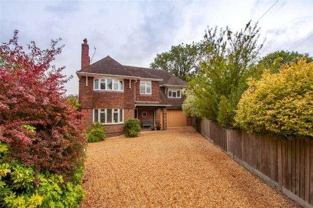 5 Bedrooms Detached House for sale in Highfield Close, Aldershot, Hampshire