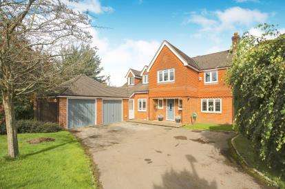 4 Bedrooms Detached House for sale in Weybridge Drive, Macclesfield, Cheshire