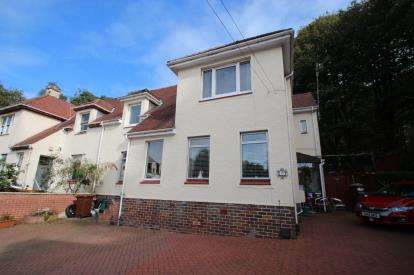 3 Bedrooms Flat for sale in Finlaystone Crescent, Kilmacolm
