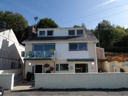 4 Bedrooms Detached House for sale in Beach Road, Y Felinheli, Gwynedd, LL56