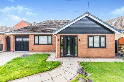 3 Bedrooms Bungalow for sale in Farndale, Widnes, Cheshire, WA8