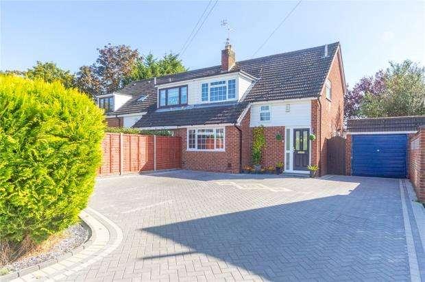 3 Bedrooms Semi Detached House for sale in Pheasants Croft, Maidenhead, Berkshire