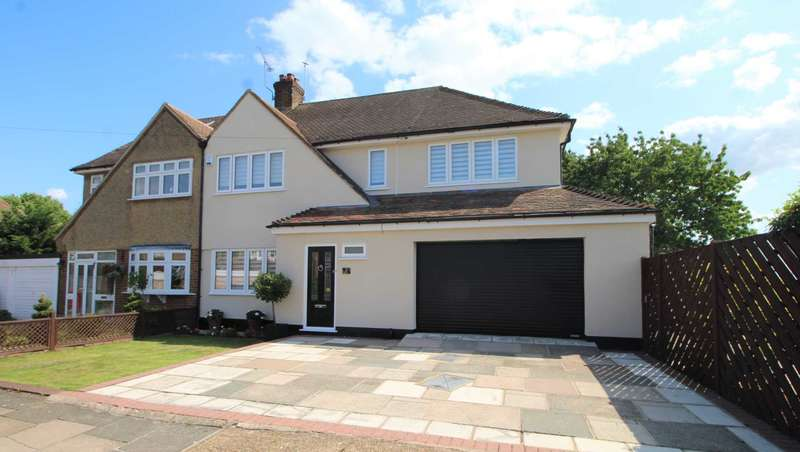 4 Bedrooms Semi Detached House for sale in Tees Close, Upminster
