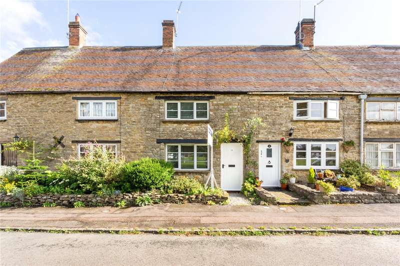 3 Bedrooms Terraced House for sale in The Green, Evenley, Brackley, Northamptonshire, NN13