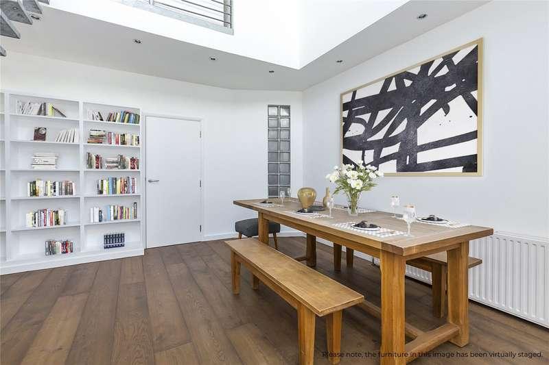 2 Bedrooms Flat for sale in Princelet Street, London, E1
