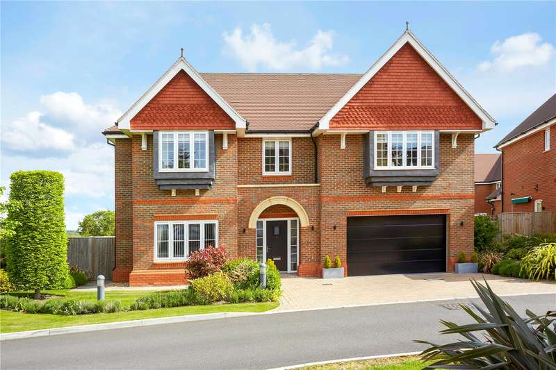 5 Bedrooms Detached House for sale in Priest Hill Close, Epsom, Surrey, KT17