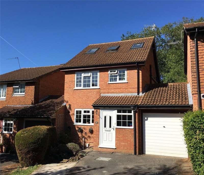 4 Bedrooms Detached House for sale in Foxglove Gardens, Guildford, Surrey, GU4