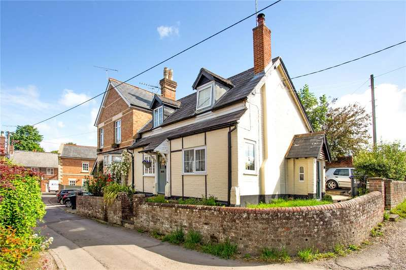 2 Bedrooms Terraced House for sale in High Street, Pewsey, Wiltshire, SN9