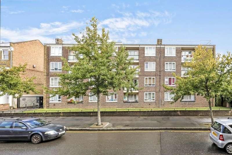 2 Bedrooms Flat for sale in Green Lanes, London N4