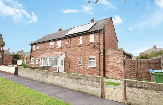 3 Bedrooms Semi Detached House for sale in Seathorne, Withernsea, East Riding, HU19 2BB