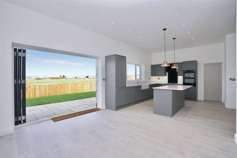 4 Bedrooms Detached House for sale in Swallows Close, Lancing