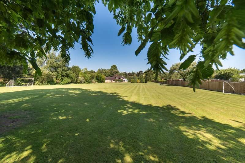 5 Bedrooms Detached House for sale in Chalfont Road, Seer Green, Beaconsfield, Buckinghamshire, HP9