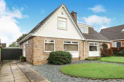 3 Bedrooms Semi Detached House for sale in The Turnpike, Marple, Stockport, Cheshire