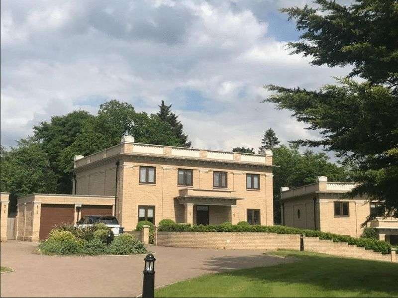 5 Bedrooms Property for sale in The Common, Stanmore, Middlesex, HA7 3GH