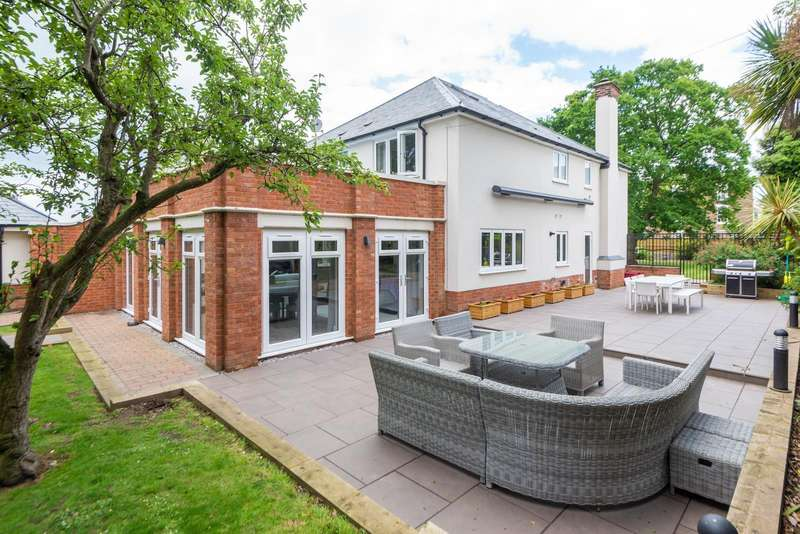 5 Bedrooms Detached House for sale in Dover Road, Walmer, CT14