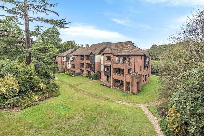 3 Bedrooms Apartment Flat for sale in Raylands Mead, Bull Lane, Gerrards Cross, Buckinghamshire, SL9