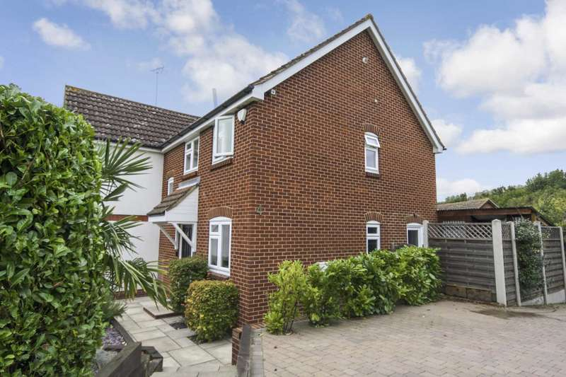 4 Bedrooms Detached House for sale in Farriers Drive, Billericay