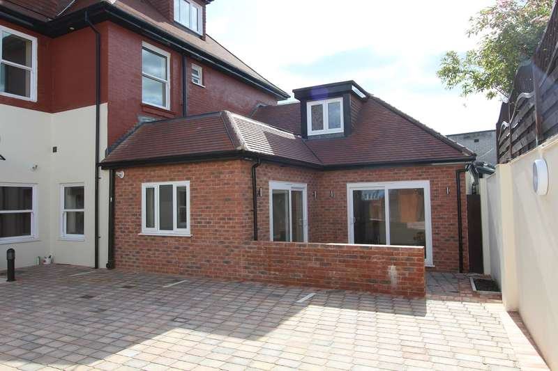2 Bedrooms House for sale in 1008 Wimborne Road, Moordown, Bournemouth, BH9