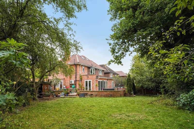 5 Bedrooms Detached House for sale in East Close, London, W5