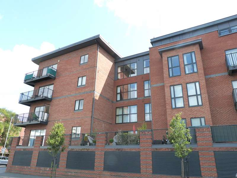 2 Bedrooms Flat for sale in Newport House, Worcester WR1