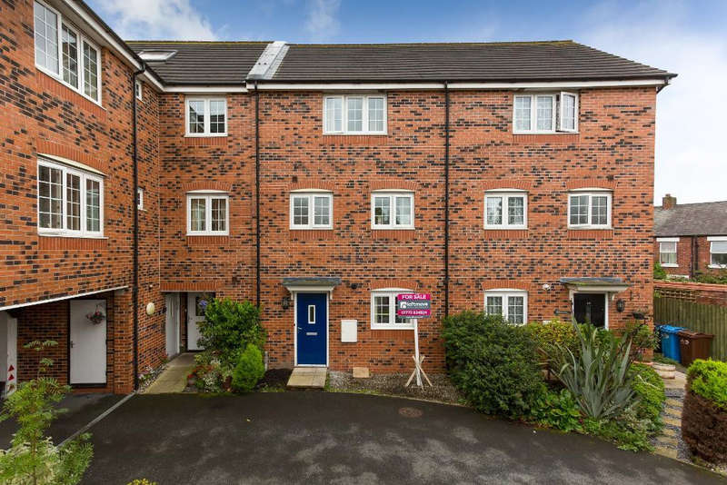 4 Bedrooms Town House for sale in Hornbeam Close, Wesham