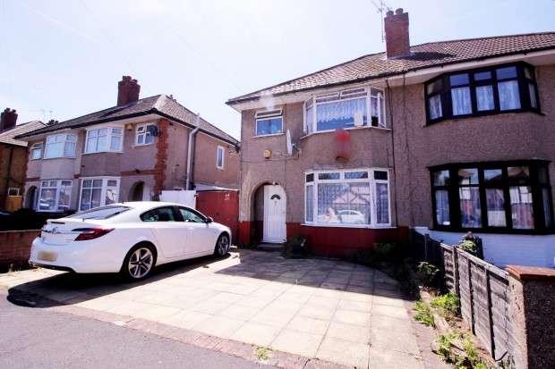 3 Bedrooms Semi Detached House for sale in Sunbury Road, Feltham, TW13