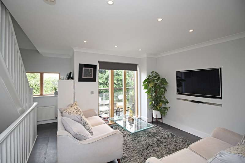 4 Bedrooms Semi Detached House for sale in St Andrews Place, Hitchin, SG4