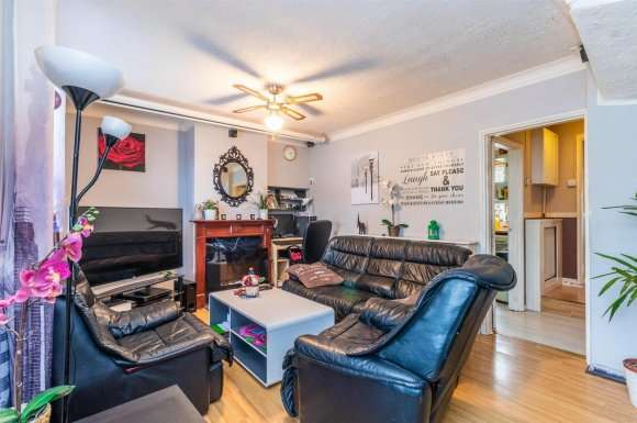 3 Bedrooms Terraced House for sale in Tintern Road, Carshalton