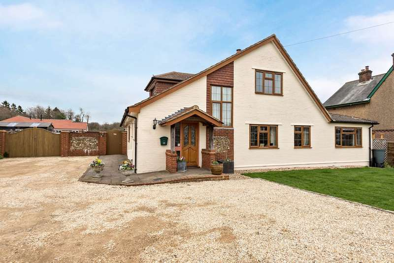 3 Bedrooms Detached House for sale in Primrose Hill, Widmer End, High Wycombe, HP15