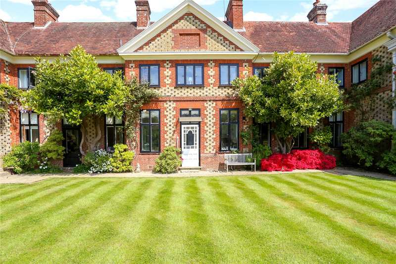 3 Bedrooms Terraced House for sale in Bramshott Court, Tunbridge Lane, Liphook, Hampshire, GU30