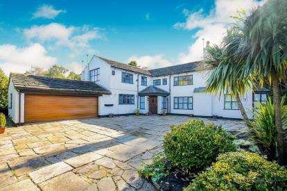 3 Bedrooms Detached House for sale in Well Lane, Butley Town, Prestbury, Cheshire