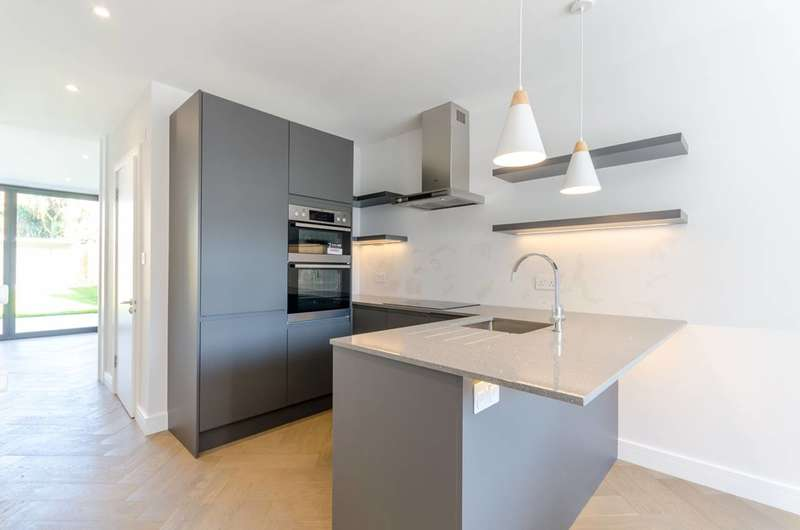 3 Bedrooms House for sale in Buxton Road, Croydon, CR7