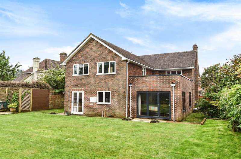 5 Bedrooms Detached House for sale in Waymark, Vanzell Road, Midhurst