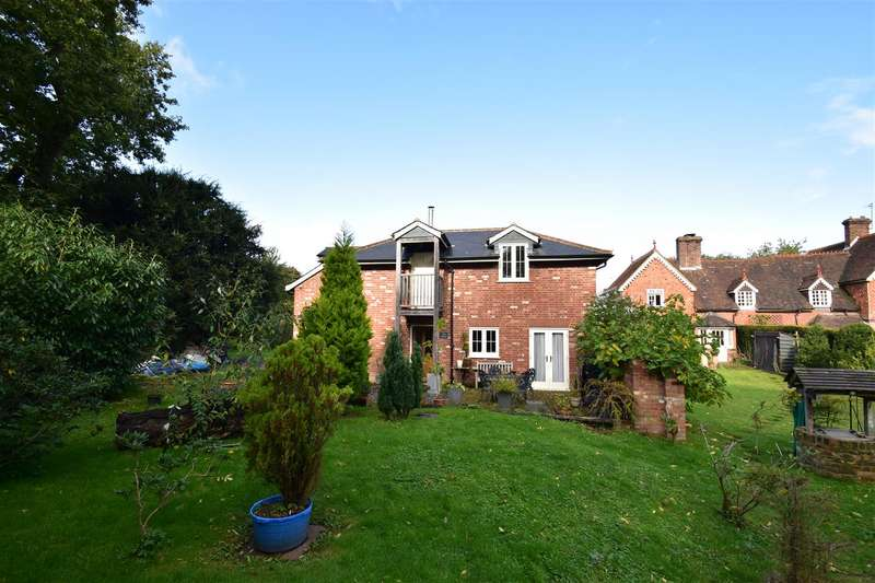 3 Bedrooms Detached House for rent in Kidworth Close, Horley