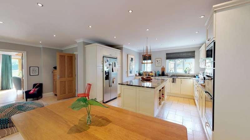 5 Bedrooms Detached House for sale in Cranham GL4
