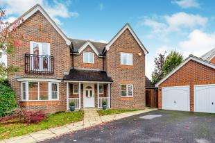 4 Bedrooms Detached House for sale in Honesty Close, Sittingbourne, Kent