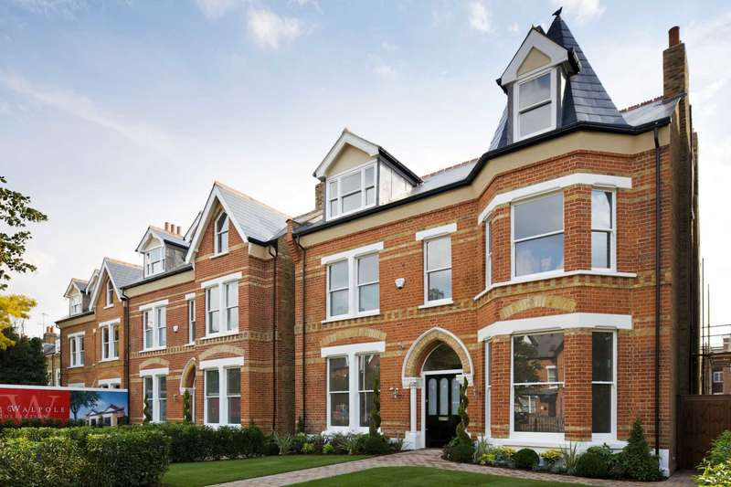 6 Bedrooms Detached House for sale in Mattock Lane, W5