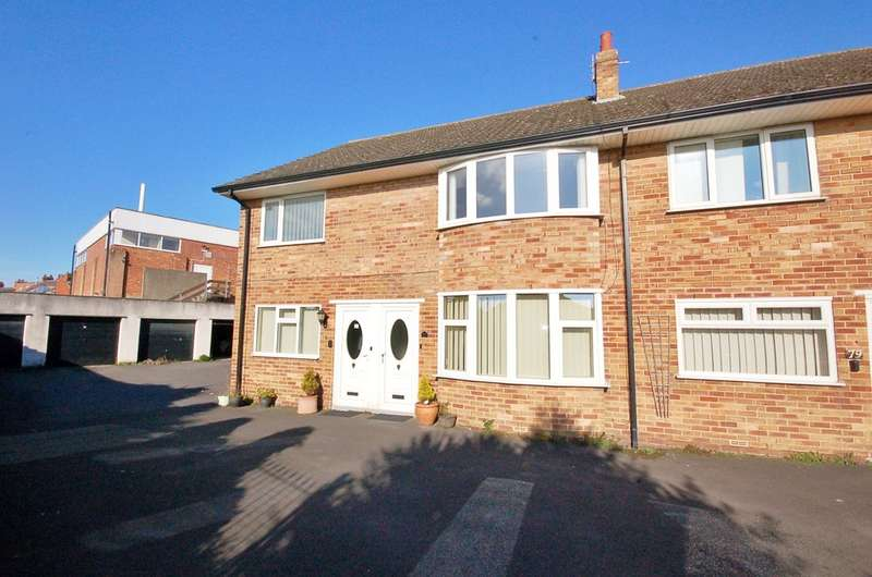 2 Bedrooms Flat for sale in First Floor Flat, Warwick Road