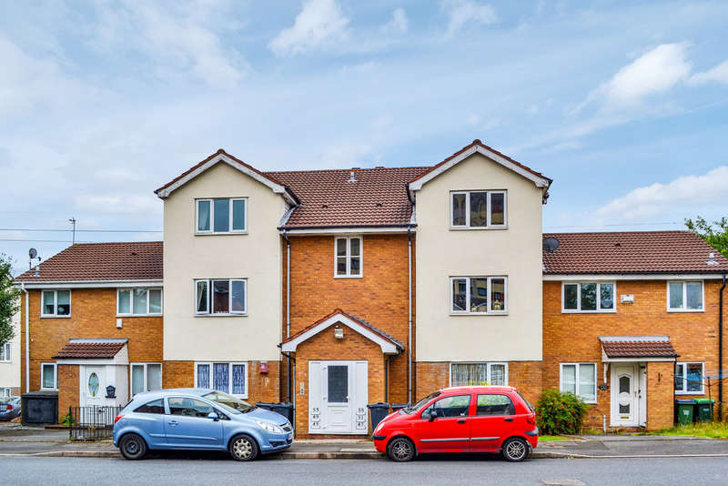 2 Bedrooms Flat for sale in Winchester Close, Rowley Regis, B65