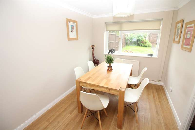 3 Bedrooms Terraced House for sale in Rosslyn Way, Thornbury, Bristol, BS35 1SG