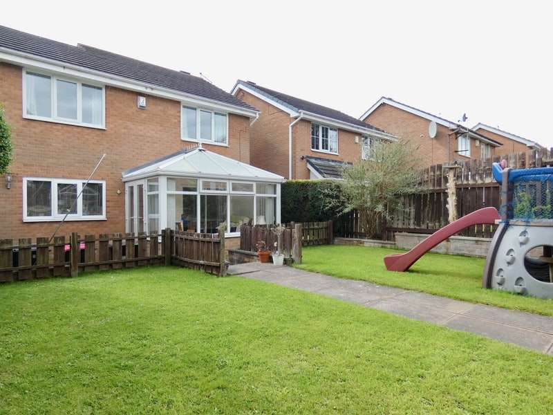 3 Bedrooms Detached House for sale in Carlton Road, Rotherham, South Yorkshire, S62