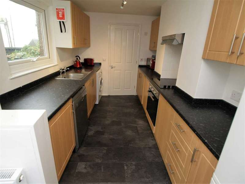 4 Bedrooms House for rent in Clifton Place, Plymouth