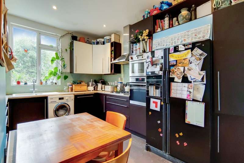 3 Bedrooms Flat for sale in St. Marys Road, Harlesden NW10