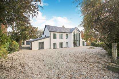 5 Bedrooms Detached House for sale in Meadow Drive, Prestbury, Macclesfield, Cheshire
