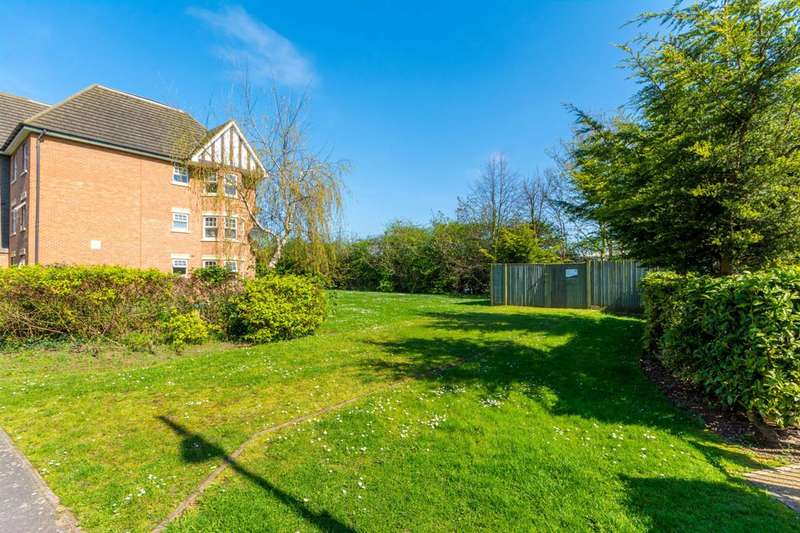 2 Bedrooms Flat for sale in Boddington Gardens, Acton, W3