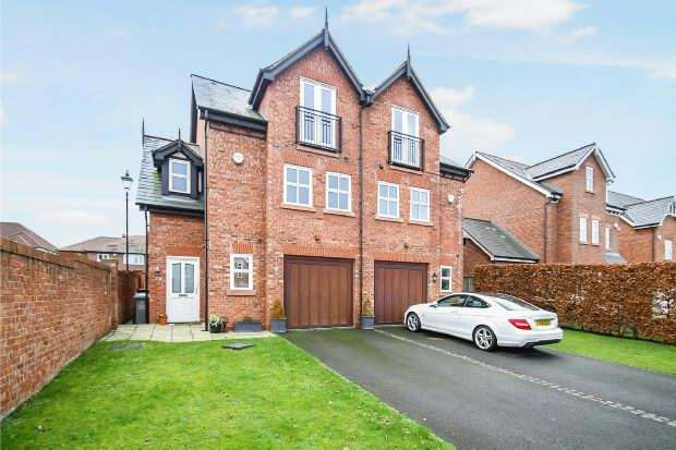 3 Bedrooms Semi Detached House for sale in Hale Road, Hale