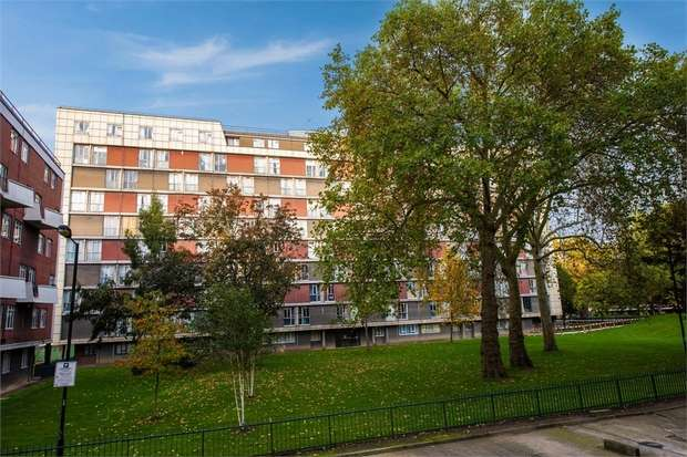 3 Bedrooms Flat for sale in Hallfield Estate, London
