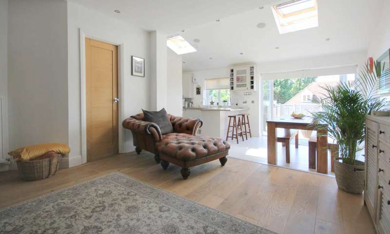 3 Bedrooms Detached House for sale in EXTENDED & MODERN CLOSE TO APSLEY STATION