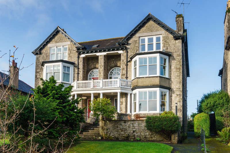 5 Bedrooms Semi Detached House for sale in 24 Kendal Green, Kendal, Cumbria, LA9 5PN