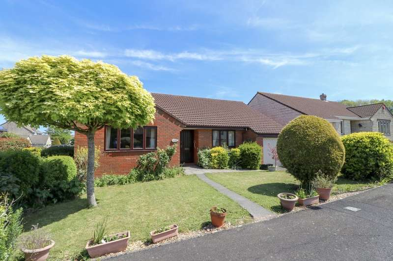 3 Bedrooms Detached Bungalow for sale in Badgers Close, Street